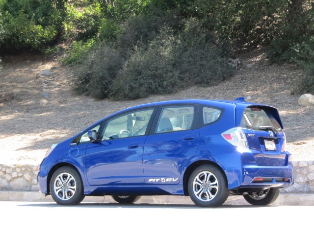 2013 honda fit ev first drive of honda 39 s all electric car for Honda fit electric