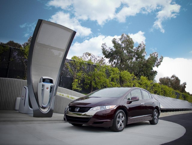 Honda Solar Hydrogen Station prototype with 2010 Honda FCX Clarity hydrogen fuel-cell vehicle #9001977