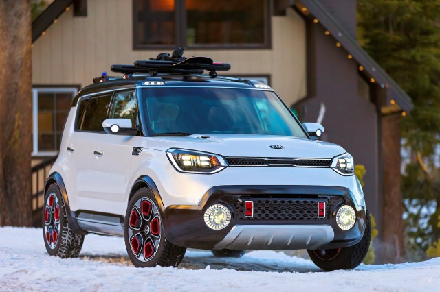 kia trail 39 ster e awd soul hybrid concept unveiled at chicago auto show. Black Bedroom Furniture Sets. Home Design Ideas
