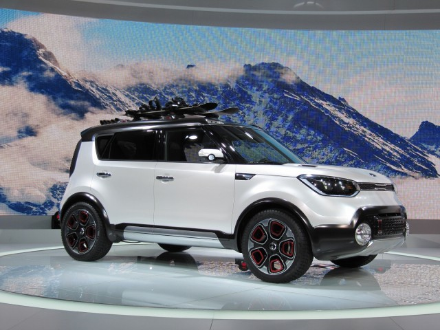 2016 hyundai tucson shows two different hybrid concepts in geneva. Black Bedroom Furniture Sets. Home Design Ideas