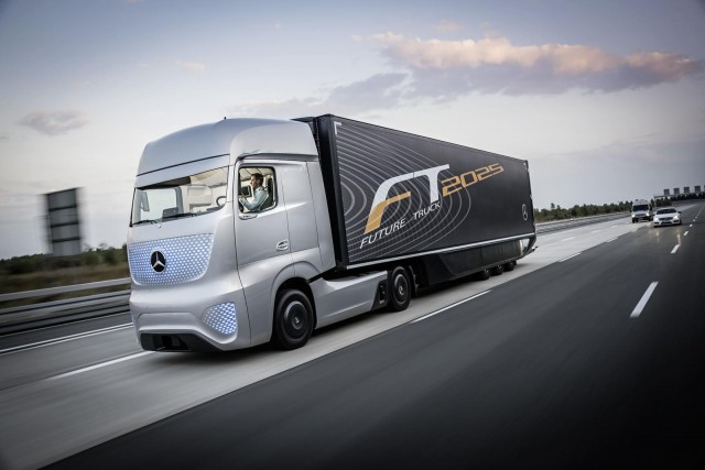 Meet mercedes benz 39 s futuristic autonomous truck concept for Mercedes benz commercial