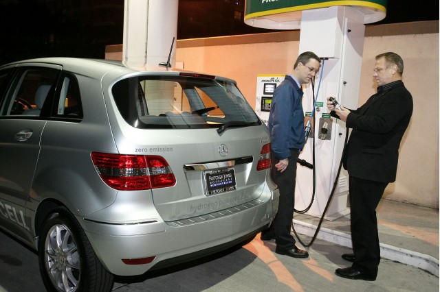 First Mercedes-Benz B-Class F-Cell hydrogen fuel-cell vehicle delivery, Newport Beach, Dec 2010 #7652666