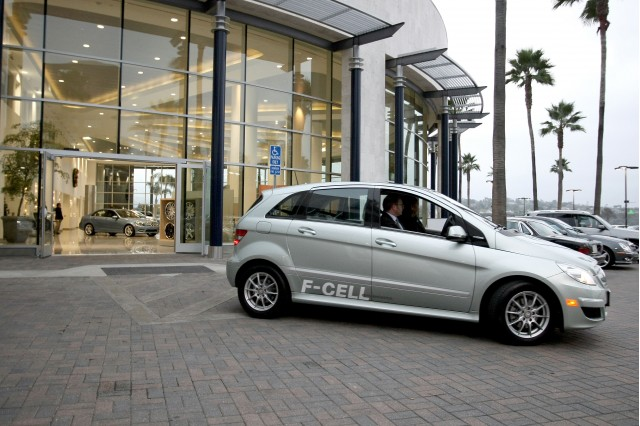 First Mercedes-Benz B-Class F-Cell hydrogen fuel-cell vehicle delivery, Newport Beach, Dec 2010 #9543585