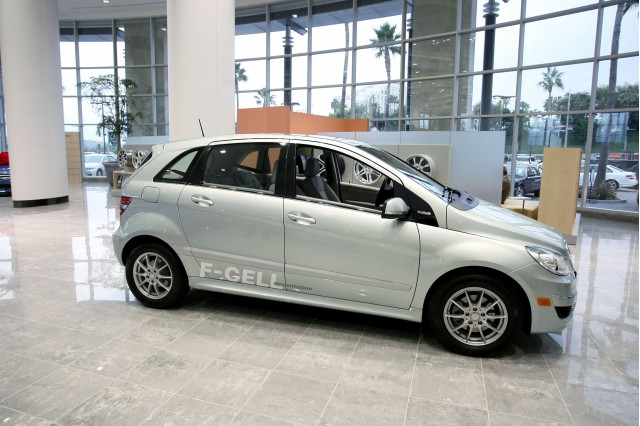 First Mercedes-Benz B-Class F-Cell hydrogen fuel-cell vehicle delivery, Newport Beach, Dec 2010 #9770594