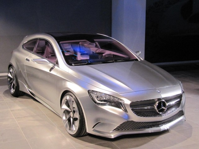 http://images.thecarconnection.com/med/mercedes-benz_100347177_m.jpg
