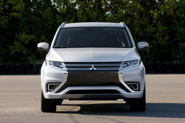 2016 mitsubishi outlander plug in hybrid revealed at
