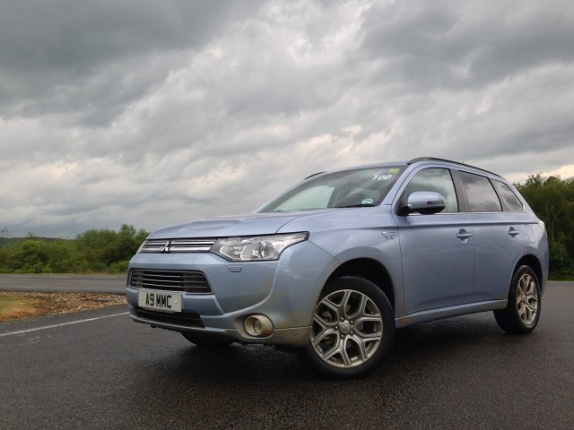 Mitsubishi Outlander Plug-In Hybrid quick drive (European model)