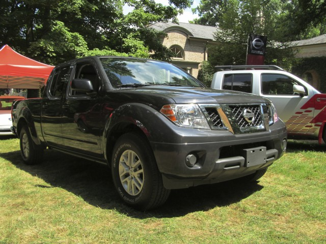 nissan frontier diesel pickup truck prototype drive review gallery 1 green car reports. Black Bedroom Furniture Sets. Home Design Ideas