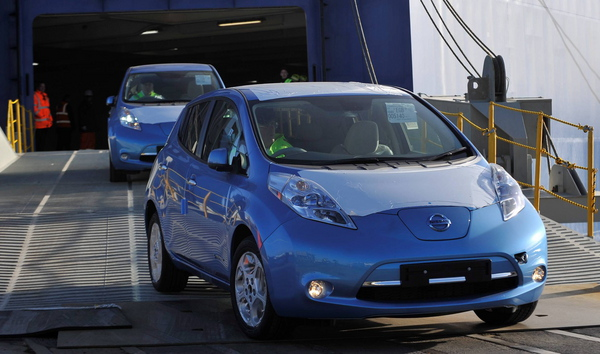 Nissan LEAFs arrive in the U.K.