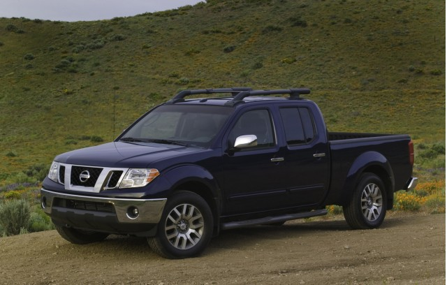 2010 nissan frontier only small pickup with strong roof safety. Black Bedroom Furniture Sets. Home Design Ideas