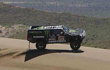 Robby Gordon driving his HUMMER H3 race truck during Dakar, 2010. Photo via http://www.dakar.com #7905087