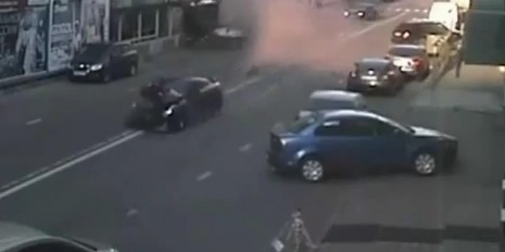 Russian crashes Nissan GT-R while passing on the right