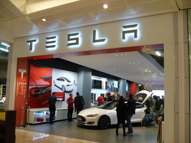 Elon Musk Opens New Tesla Store In London Mall Live