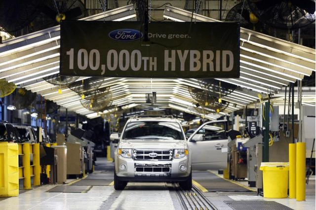 The 100,000th Ford hybrid rolls off the Kansas City assembly line, March 2009 #9205071