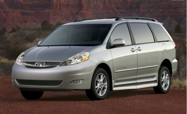2009 toyota sienna review ratings specs prices and photos the car connection. Black Bedroom Furniture Sets. Home Design Ideas