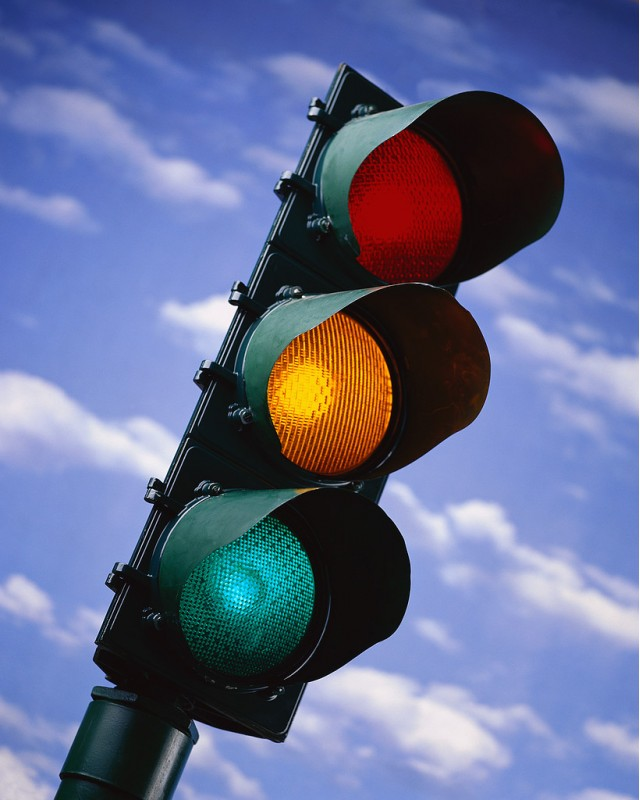 traffic-light_100316101_m.jpg