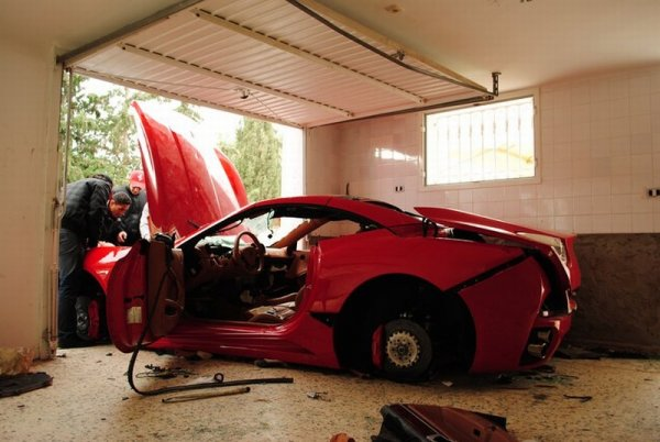 Video: First A 599, Now Tunisian Rioters Destroy Ferrari California
