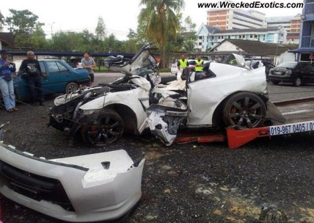 Wreckage of double Nissan GT-R crash in Malaysia - Image courtesy of ...