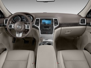 2011 Jeep Grand Cherokee 4WD 4-door Laredo Dashboard