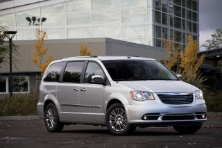 2012 Chrysler Town & Country Photo