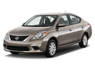 2013 Nissan Versa Photos