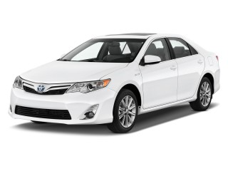 Angular Front Exterior View - 2013 Toyota Camry Hybrid 4-door Sedan XLE (Natl)