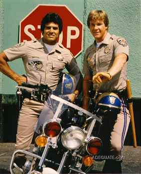 http://images.thecarconnection.com/sml/chips_erik_estrada_and_larry_wilcox_100011637_s.jpg