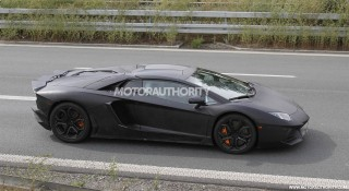 Aventador Roadster Sketch on Lamborghini Aventador Lp 700 4 Roadster Spy Shots 100402675 S Jpg