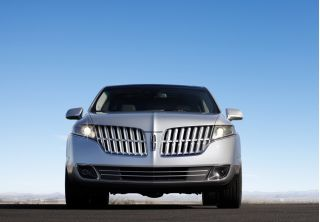 models at the top: the 2010 Suzuki Kizashi and the 2010 Lincoln MKT