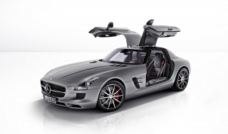 2013 Mercedes-Benz SLS AMG GT Photo