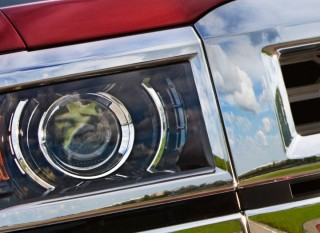 The projector-beam headlamps of the 2014 Chevrolet Silverado 1500