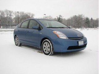 Toyota Prius in the snow