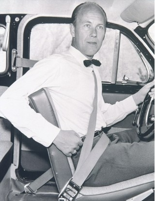 http://images.thecarconnection.com/sml/volvos-first-safety-engineer-nils-bohlin-demonstrates-the-three-point-safety-harness-in-1959_100226460_s.jpg